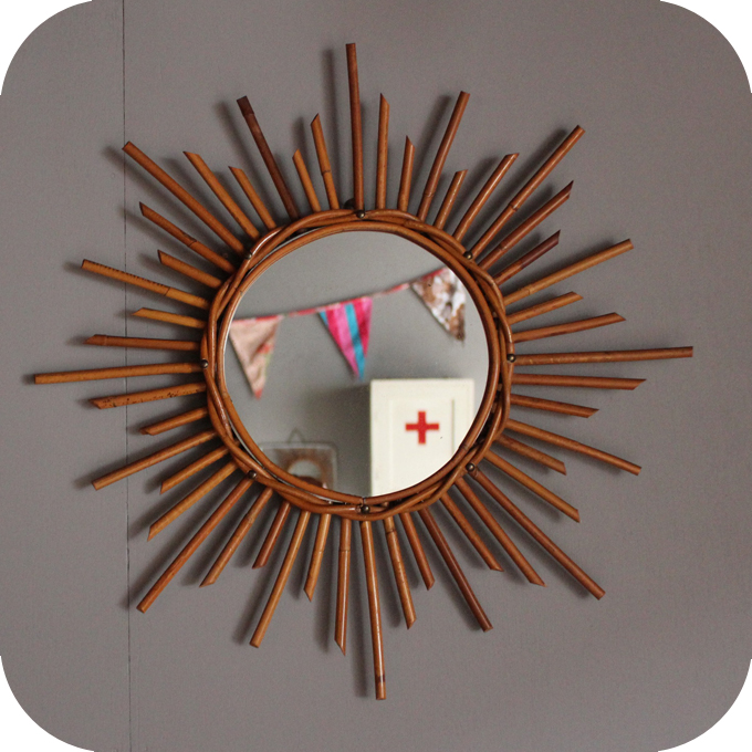 Miroir rotin forme soleil for Miroir soleil osier