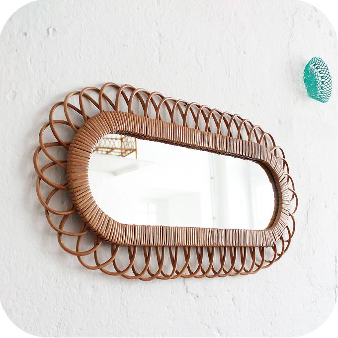 Mobilier vintage miroir rotin forme fleur atelier du for Mini miroir rotin