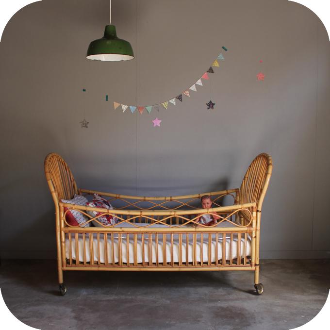 lit rotin b b enfant vintage atelier du petit parc. Black Bedroom Furniture Sets. Home Design Ideas