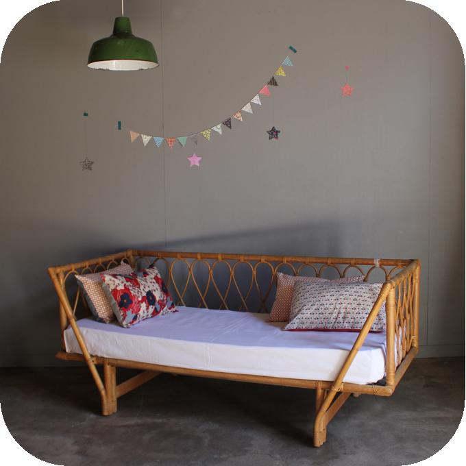 lit rotin vintage banquette day bed atelier du petit parc. Black Bedroom Furniture Sets. Home Design Ideas