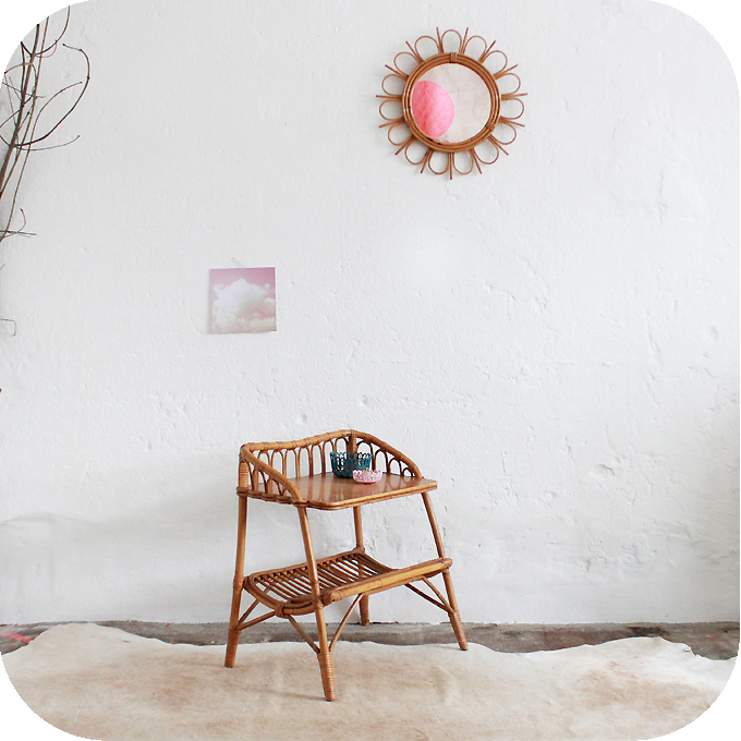 Mobilier vintage chevet rotin annees 50 atelier du petit parc - Table de chevet en rotin ...