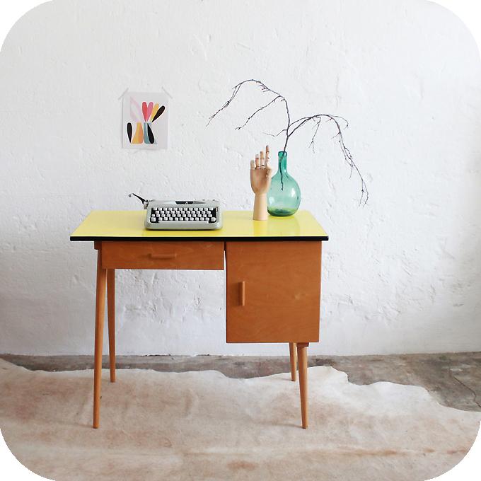 Mobilier vintage bureau ann es 50 formica jaune for Bureau jaune