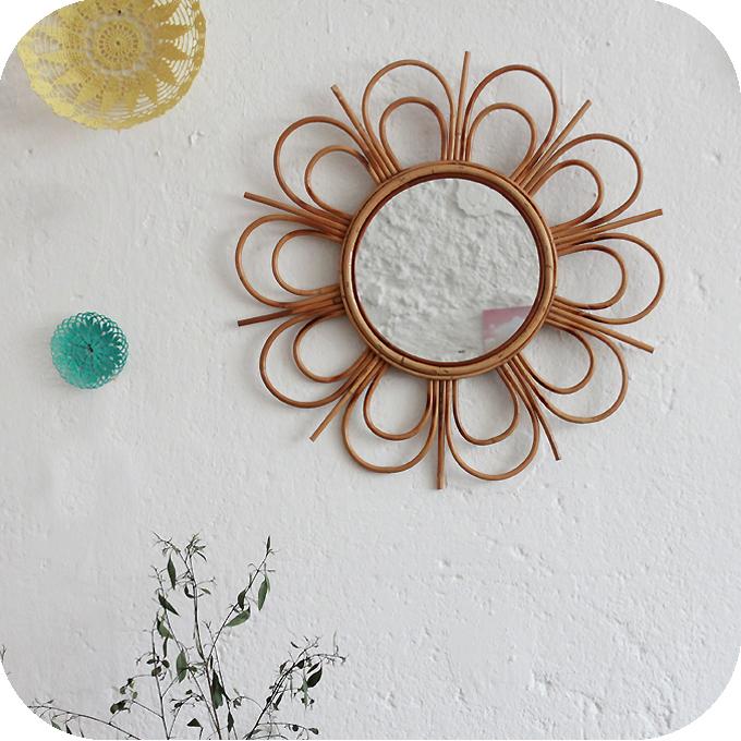 mobilier vintage miroir rotin forme fleur atelier du petit parc. Black Bedroom Furniture Sets. Home Design Ideas