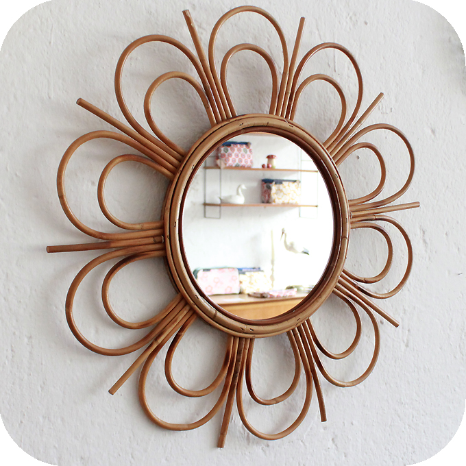 Mobilier vintage miroir rotin forme fleur atelier du for Rotin miroir