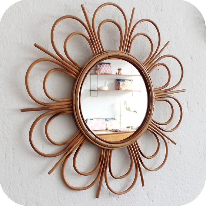 Mobilier vintage miroir rotin forme fleur atelier du for Miroir rectangulaire en rotin