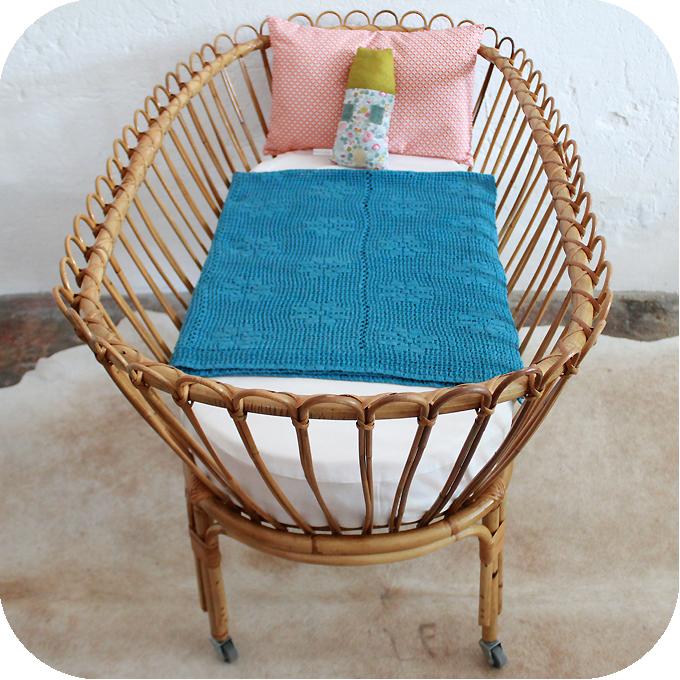 mobilier vintage berceau rotin vintage lit b b vintage. Black Bedroom Furniture Sets. Home Design Ideas