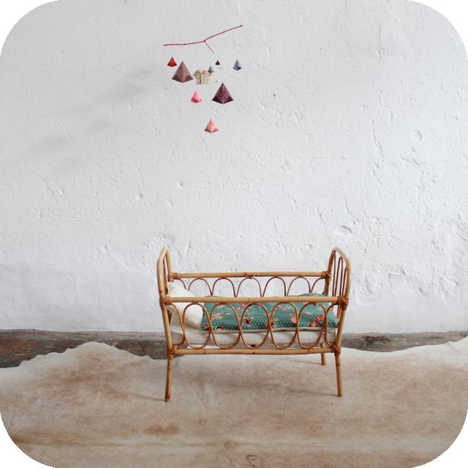 mobilier vintage lit rotin poup e jouet vintage ann es 50 ann es 60 atelier du petit parc. Black Bedroom Furniture Sets. Home Design Ideas
