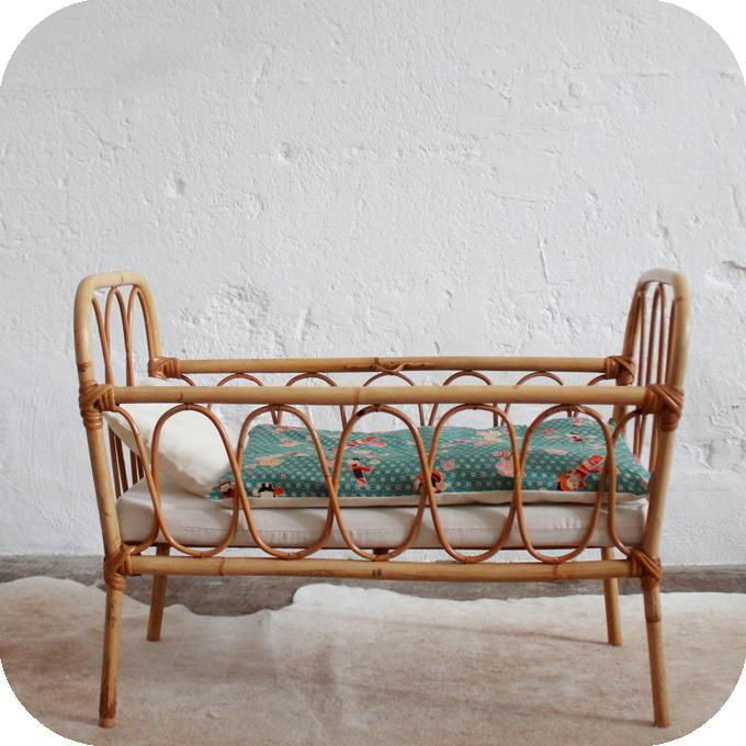 d675 mobilier vintage lit rotin poupee jouet vintage d atelier du petit parc. Black Bedroom Furniture Sets. Home Design Ideas