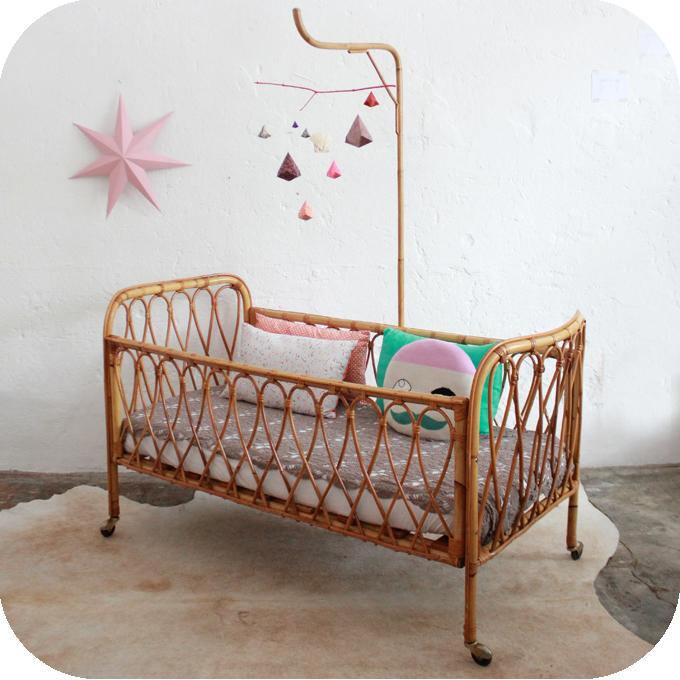 mobilier vintage lit b b berceau rotin vintage ann es 50 atelier du petit parc. Black Bedroom Furniture Sets. Home Design Ideas
