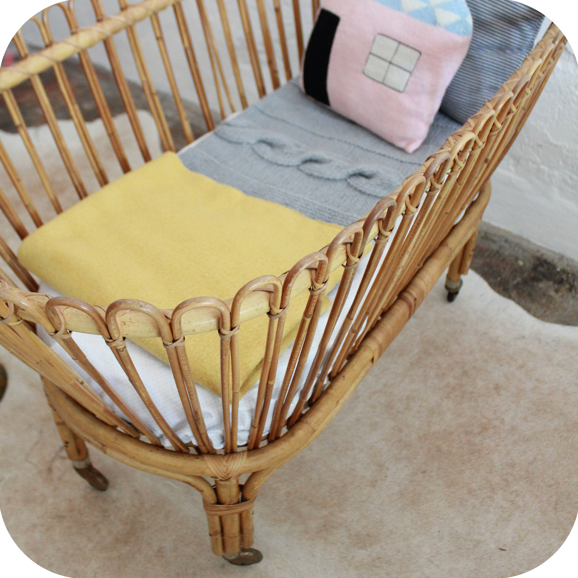 mobilier vintage lit b b rotin vintage atelier du. Black Bedroom Furniture Sets. Home Design Ideas