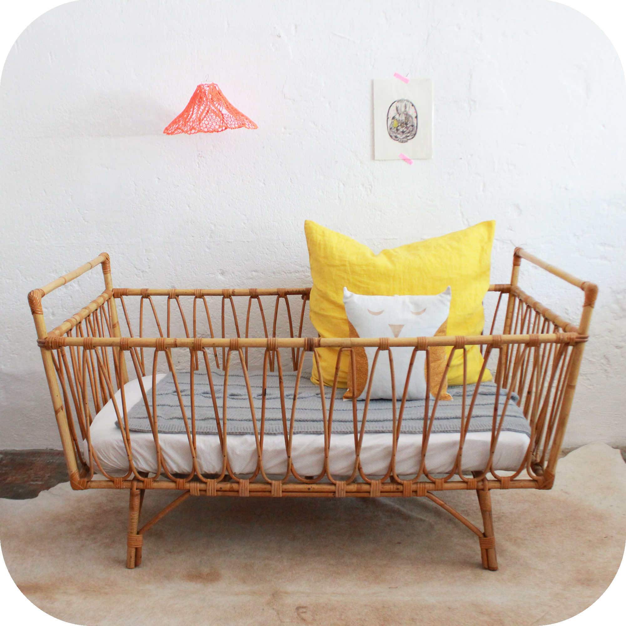 Sélection de lits vintage rénovés et vendus par l'atelier du petit ...
