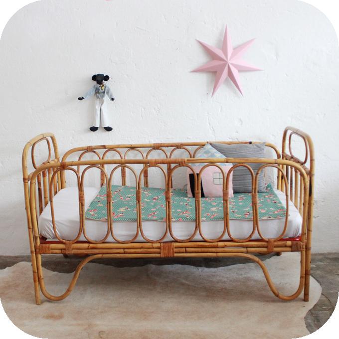 lit bebe vintage. Black Bedroom Furniture Sets. Home Design Ideas