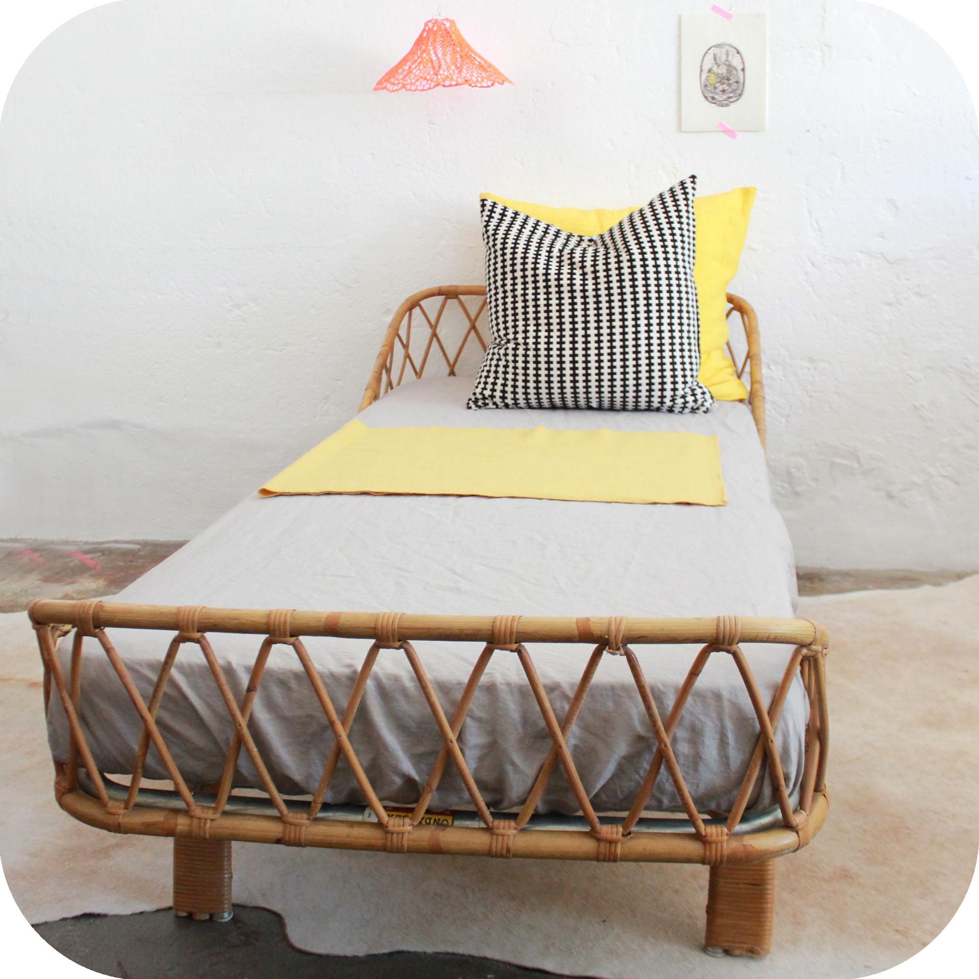 pin lit rotin vintage on pinterest. Black Bedroom Furniture Sets. Home Design Ideas