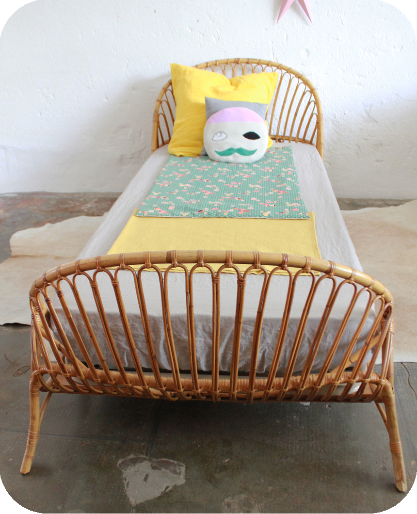 lit enfant ancien rotin vintage atelier du petit parc. Black Bedroom Furniture Sets. Home Design Ideas