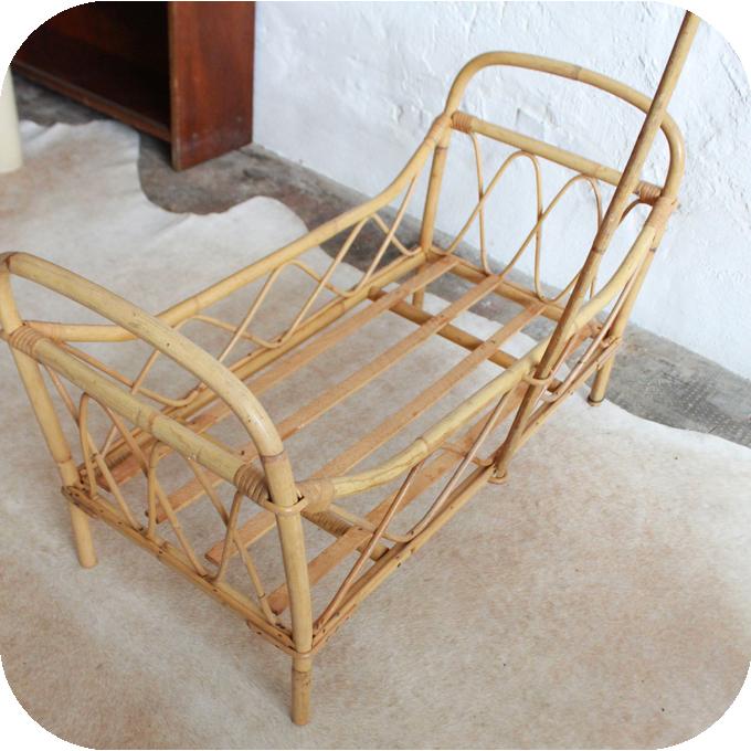 j326 lit rotin poupee jouet vintage e atelier du petit parc. Black Bedroom Furniture Sets. Home Design Ideas