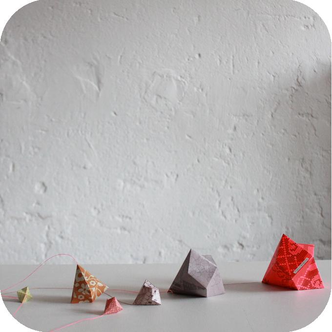 sophie morille atelier du petit parc guirlande origami. Black Bedroom Furniture Sets. Home Design Ideas