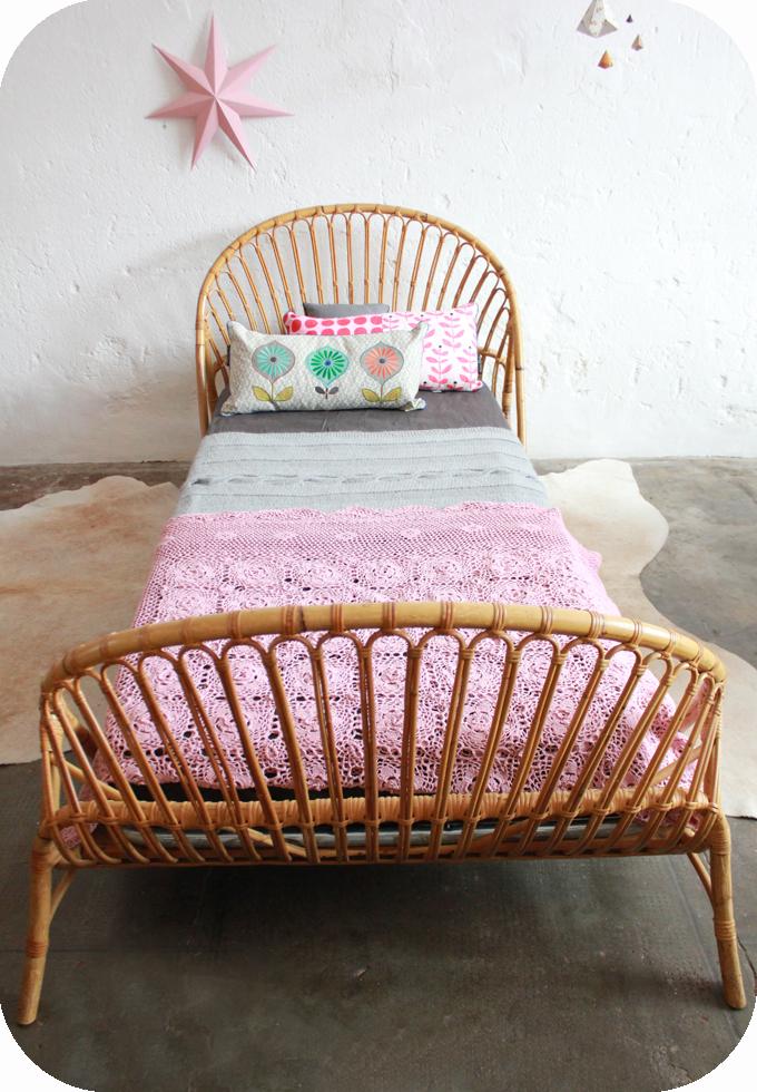lit rotin vintage corbeille atelier du petit parc. Black Bedroom Furniture Sets. Home Design Ideas