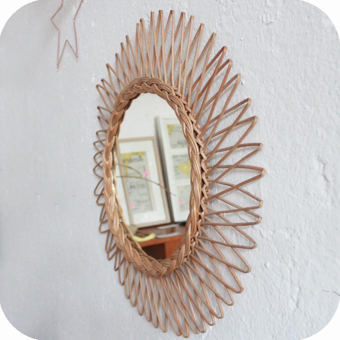 Miroir osier vintage forme soleil atelier du petit parc for Miroir forme soleil