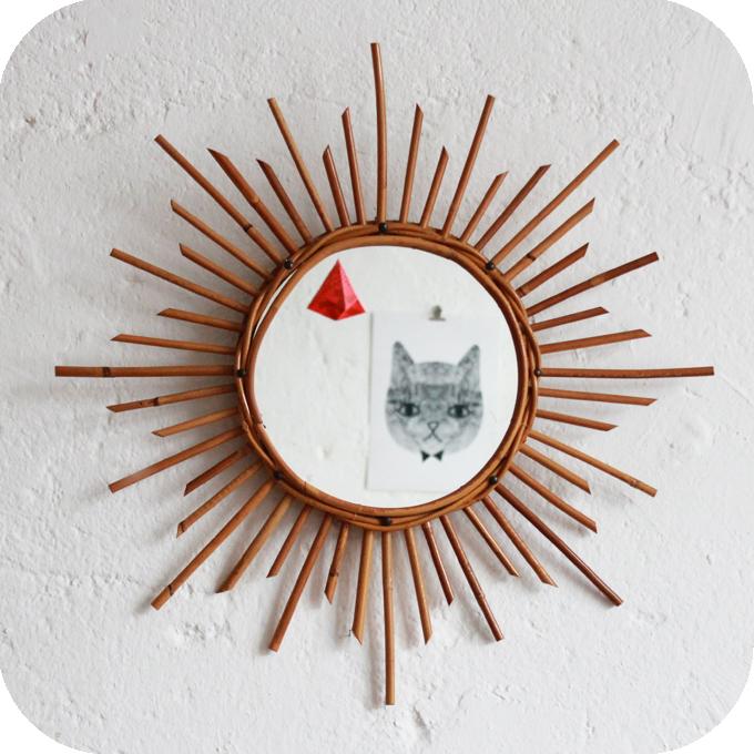 Miroir ancien en rotin atelier du petit parc for Miroir forme soleil