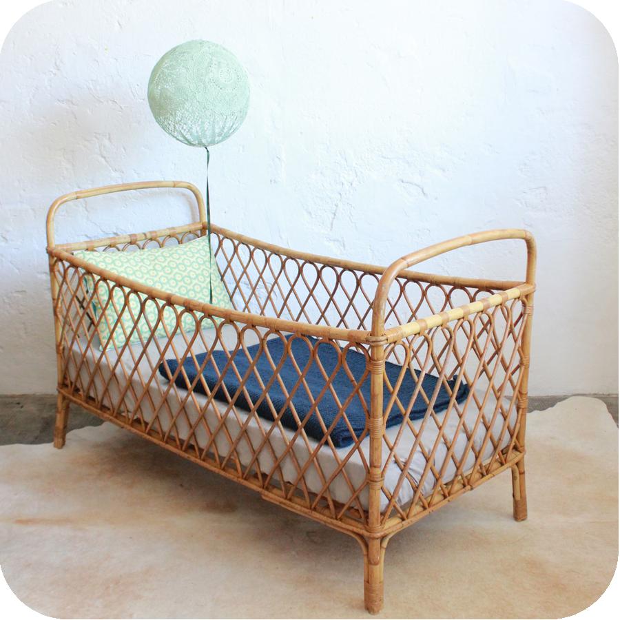 e364 lit bebe rotin ancien b atelier du petit parc. Black Bedroom Furniture Sets. Home Design Ideas