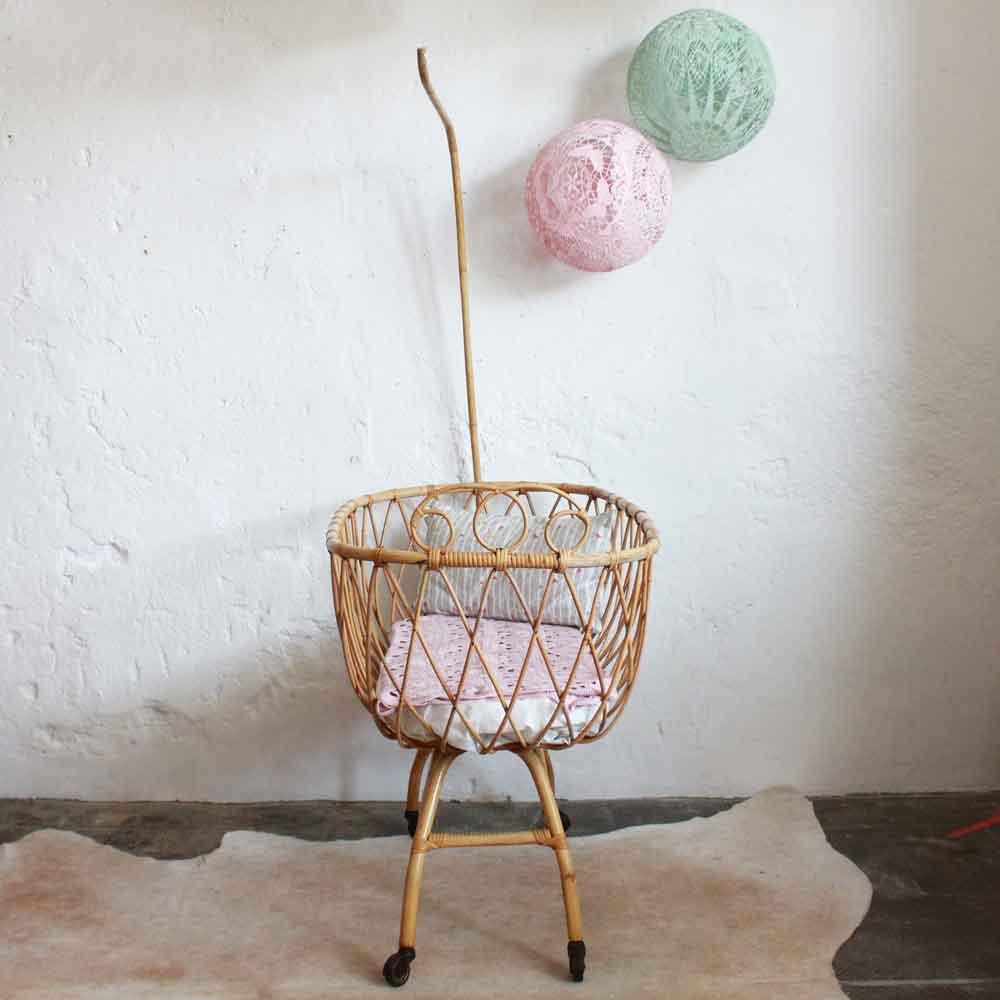 e547 berceau bebe rotin vintage nantes c atelier du petit parc. Black Bedroom Furniture Sets. Home Design Ideas