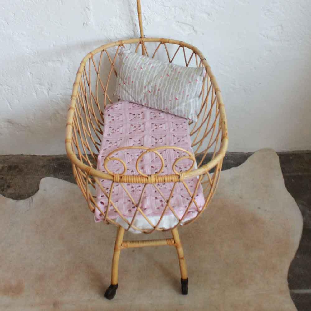 e547 berceau bebe rotin vintage nantes d atelier du petit parc. Black Bedroom Furniture Sets. Home Design Ideas