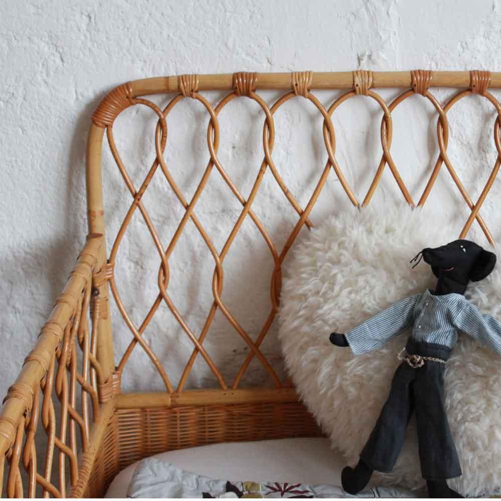 lit bebe rotin vintage ancien e681 e atelier du petit parc. Black Bedroom Furniture Sets. Home Design Ideas
