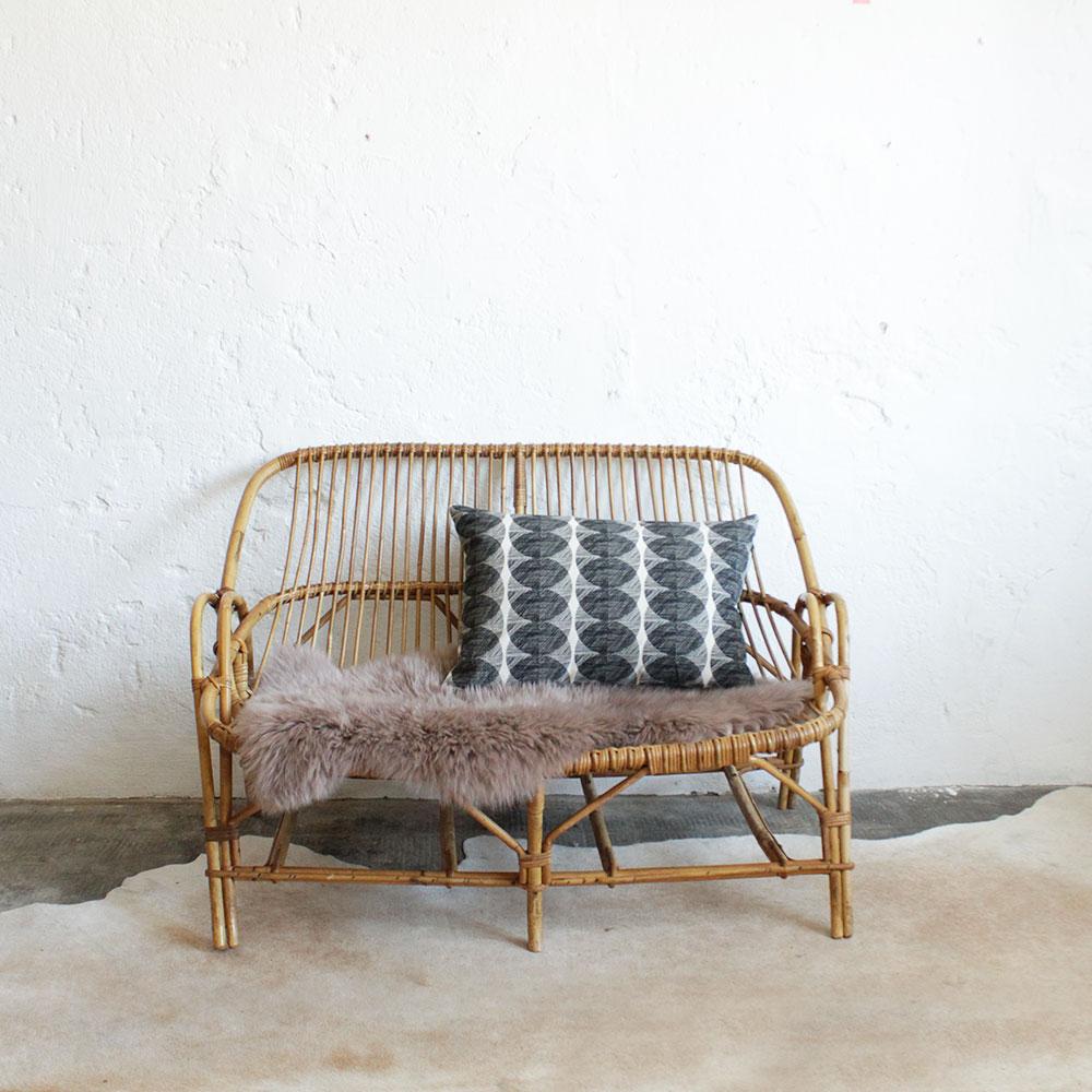 banquette vintage en rotin atelier du petit parc. Black Bedroom Furniture Sets. Home Design Ideas