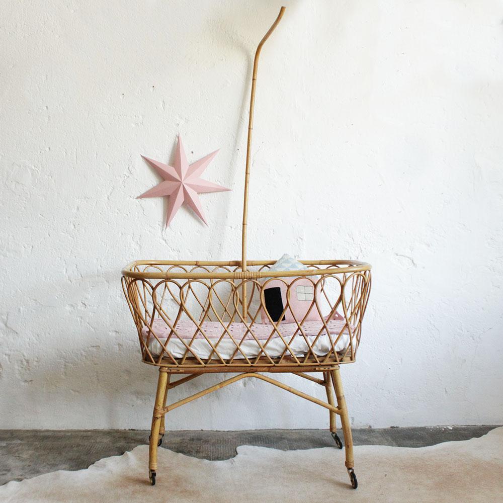 tendance d co rotin berceau lit d enfant vintage. Black Bedroom Furniture Sets. Home Design Ideas