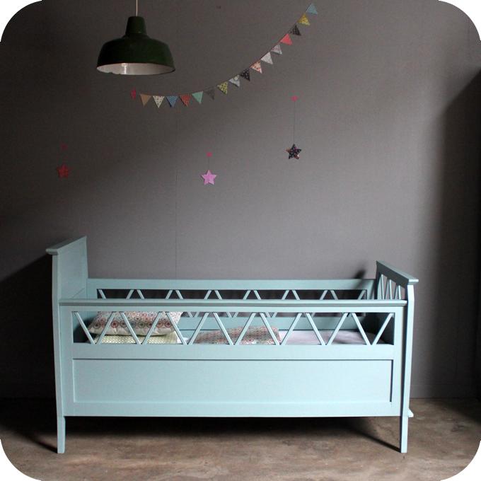 lit b b bois vintage b486 atelier du petit parc. Black Bedroom Furniture Sets. Home Design Ideas