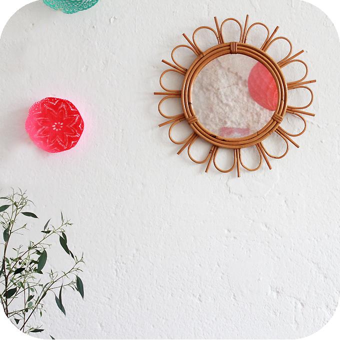 C466_Mobilier-vintage-miroir-rotin-vintage-fleur-a