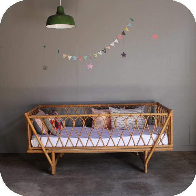 c497 banquette lit rotin vintage a atelier du petit parc. Black Bedroom Furniture Sets. Home Design Ideas
