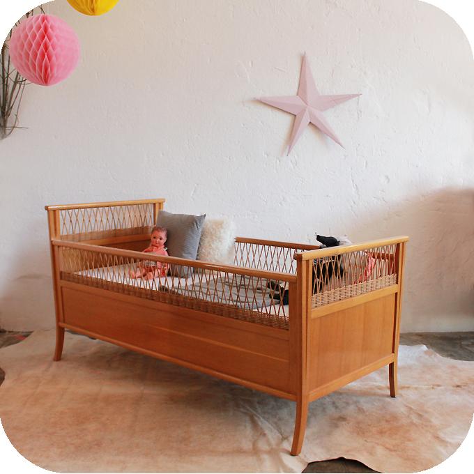 c593 lit bebe vintage bois rotin ba atelier du petit parc. Black Bedroom Furniture Sets. Home Design Ideas