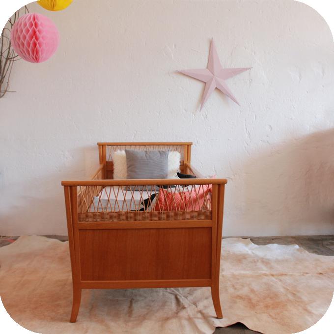 c593 lit bebe vintage bois rotin c atelier du petit parc. Black Bedroom Furniture Sets. Home Design Ideas