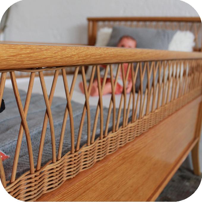 c593 lit bebe vintage bois rotin i atelier du petit parc. Black Bedroom Furniture Sets. Home Design Ideas