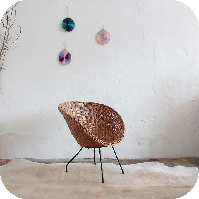 D218_Mobilier-vintage-fauteuil-osier-coquille-b