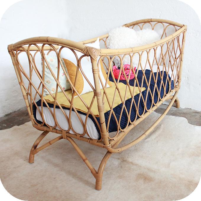 d259 mobilier vintage lit bebe rotin d atelier du petit parc. Black Bedroom Furniture Sets. Home Design Ideas