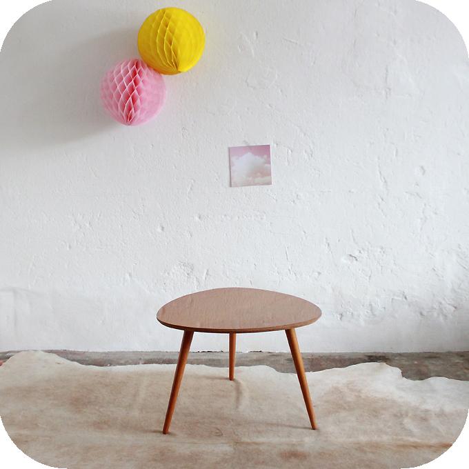 mobilier vintage table basse tripode diamant soleil atelier du petit parc. Black Bedroom Furniture Sets. Home Design Ideas