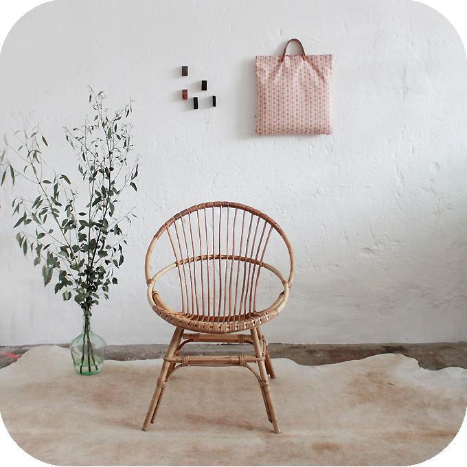 D320_mobilier-vintage-fauteuil-rotin-a