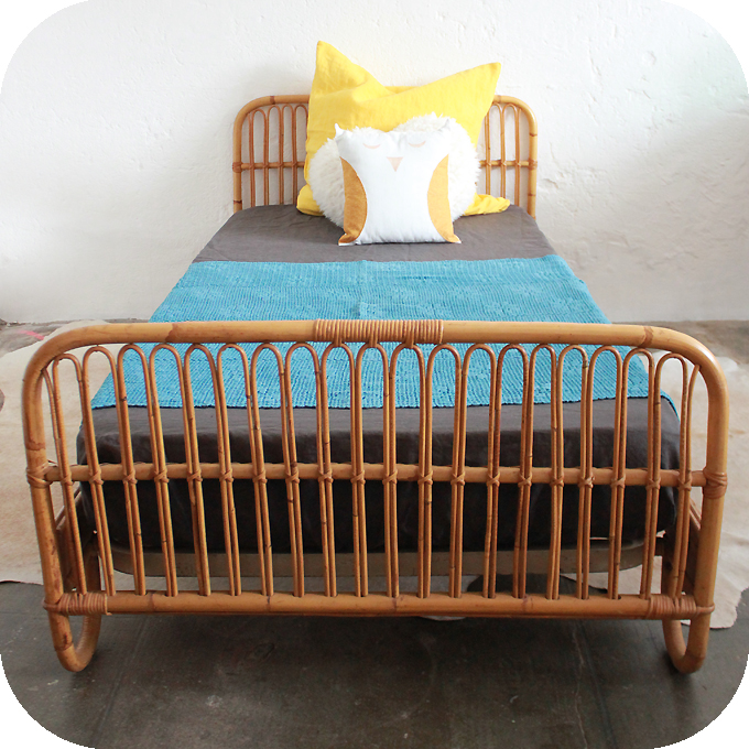 D325 mobilier vintage lit rotin c atelier du petit parc for Mobilier lit