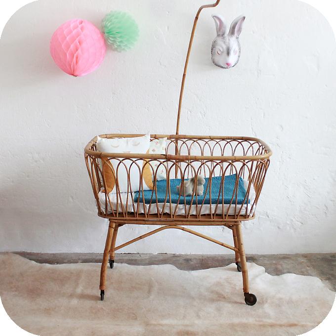 d331 mobilier vintage berceau rotin vintage a atelier du petit parc. Black Bedroom Furniture Sets. Home Design Ideas