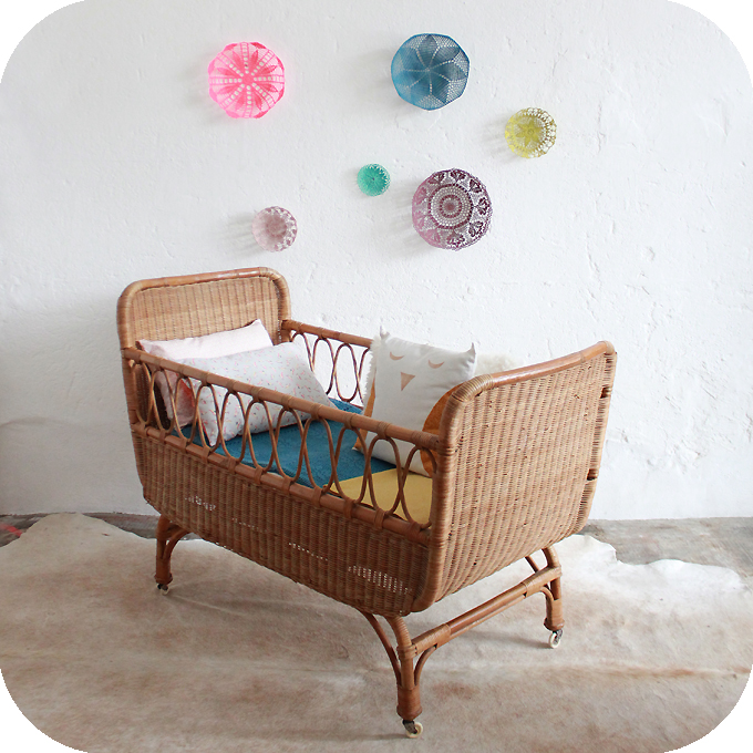 d341 mobilier vintage lit bebe rotin vintage b atelier du petit parc. Black Bedroom Furniture Sets. Home Design Ideas
