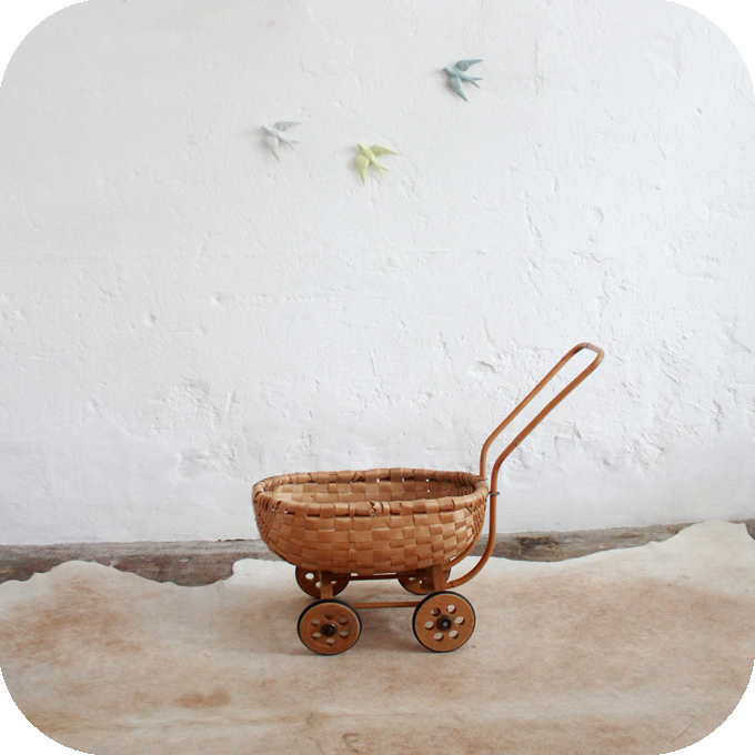 D268_mobilier-vintage-jouet-vintage-berceau-poupée-vintage-a
