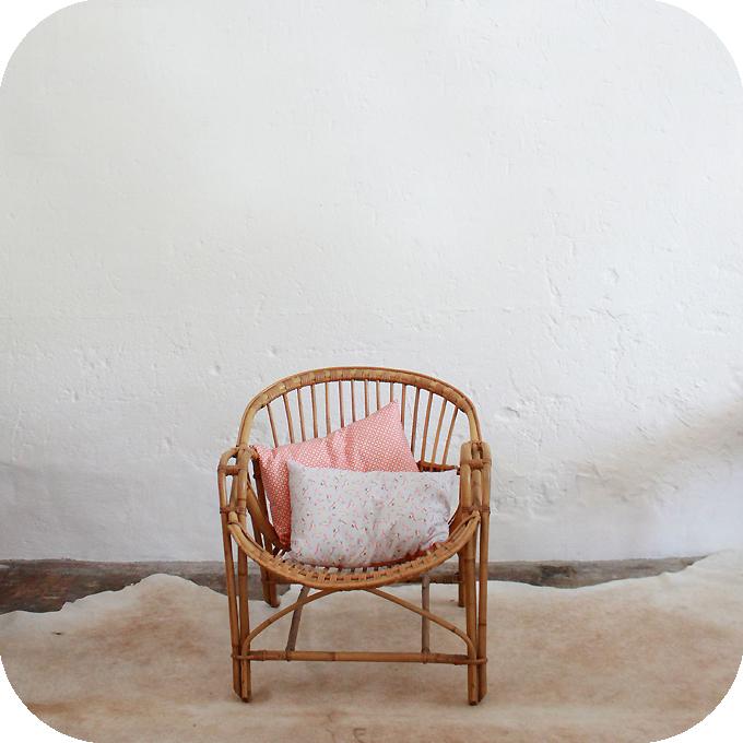 D438_mobilier-vintage-fauteuil-rotin-vintage-a