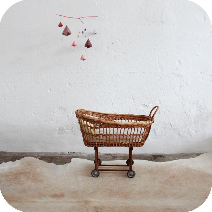 D460_mobilier-vintage-berceau-poupée-jouet-vintage-a