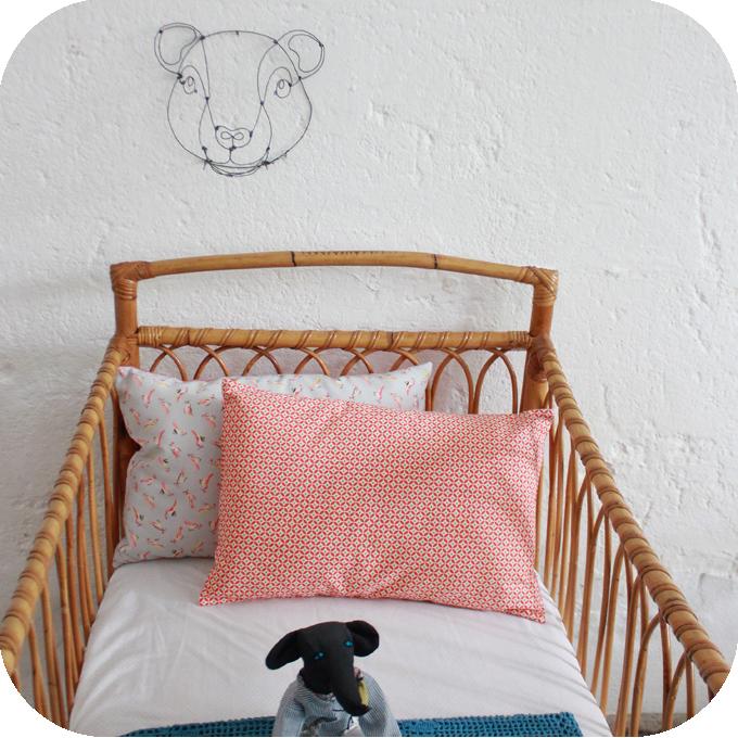 d345 mobilier vintage lit bebe rotin vintage e atelier du petit parc. Black Bedroom Furniture Sets. Home Design Ideas