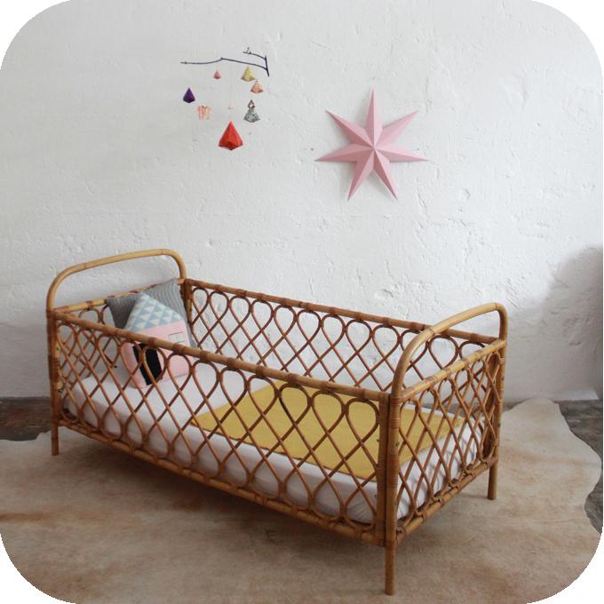 d498 mobilier vintage lit bebe rotin vintage b atelier du petit parc. Black Bedroom Furniture Sets. Home Design Ideas