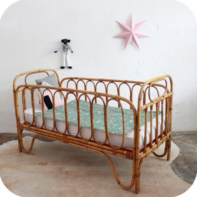 d559 lit bebe vintage rotin b atelier du petit parc. Black Bedroom Furniture Sets. Home Design Ideas