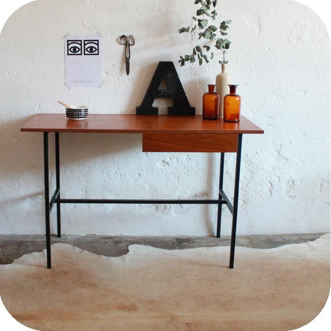 D613_Bureau-vintage-moderniste-a