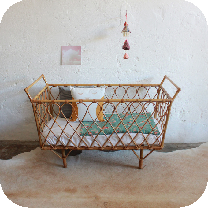 D596_Lit-bebe-vintage-rotin-a